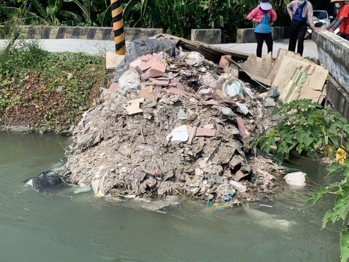 嘉南大圳遭傾倒事業廢棄物