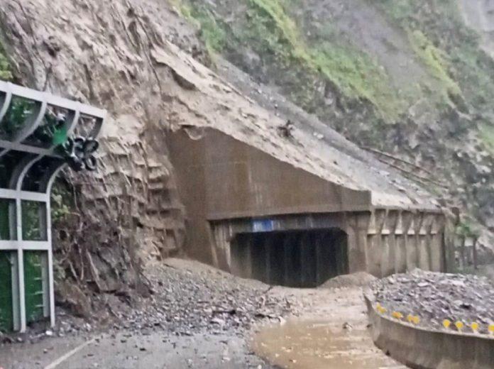 梅蘭明隧道落石封閉